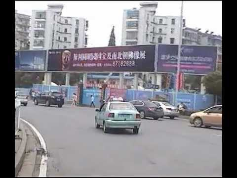 Roundabout on the road from Wuhan to Huangshi