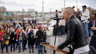 Концерт монстрантов в Омске у Музыкального театра 1 мая