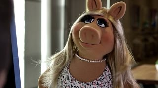 Miss Piggy Arrives to YouTube Space L.A. | The Muppets