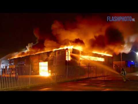 Explosies en gewonde brandweermannen bij Zeer Grote Brand Ringersstraat Schiedam