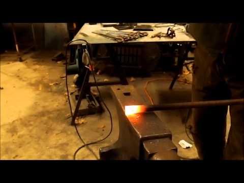 Basic Blacksmithing  Upsetting steel (making bars thicker)