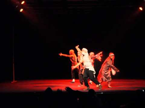 فرقة كوفية في فرنسا 2016 Keffiyeh Dance group in France