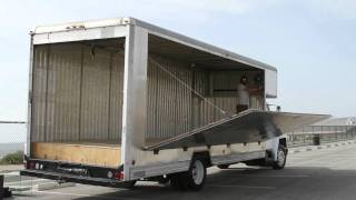 1988 navistar 28 foot box truck with custom fold out stage