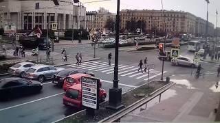 Грузовик оборвал провода на Московском проспекте