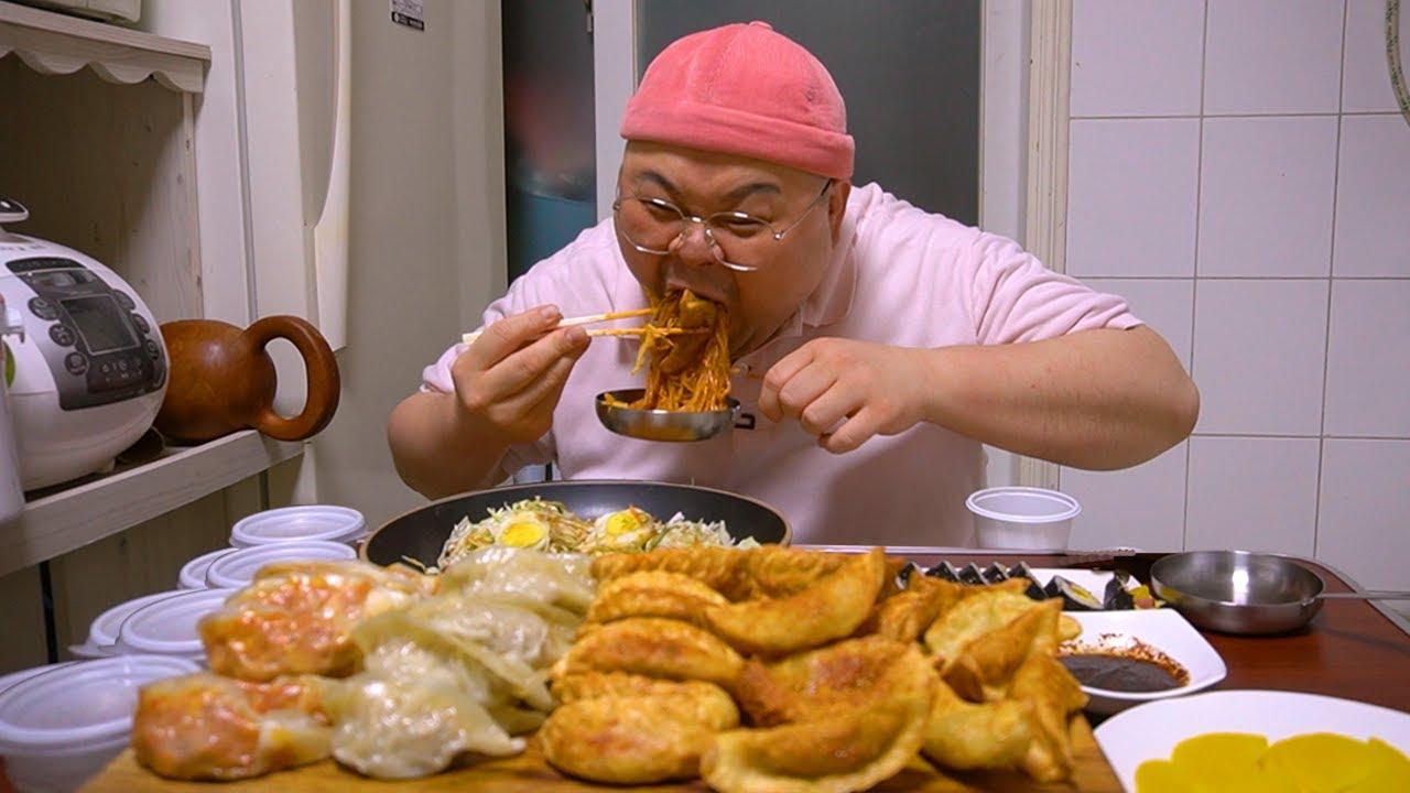 허미노랑 나이가 똑같은 만둣집 35개 먹방│쫄면과 만두는 환상적 먹방 ㅇㅈ? Korean Famous Dumplings Mukbang Eatingshow