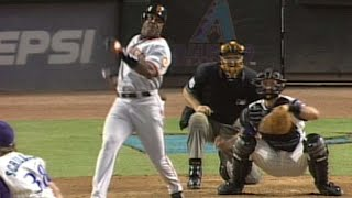 Barry Bonds launches a go-ahead grand slam in 5th
