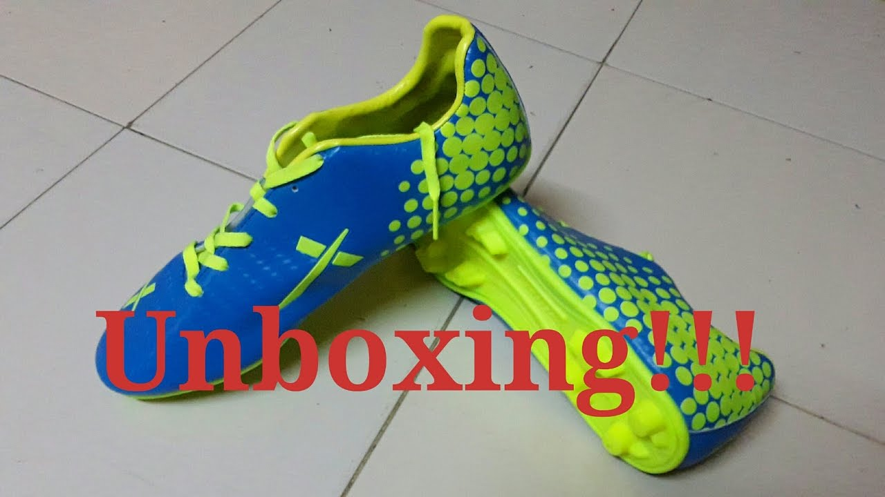20e330076 Vector X Volt football shoes Unboxing and review....best cheap football  studs in india