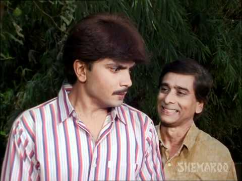 milind-gawali-indulge-in-drugs-smuggling---hey-khel-nashibache---marathi-movie-scene