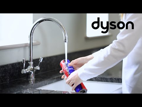 Dyson V8 cord-free vacuums - Washing the Soft roller head brush bars (CA)
