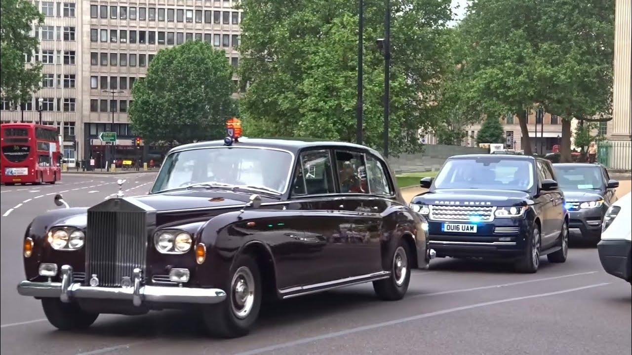 Metropolitan Police SEG escort Royal Limo & NEW 2016 Range Rovers
