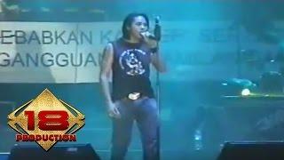 Download Mp3 Element - Cinta Yang Lain  Live Konser Banjarmasin 12 Mei 2006