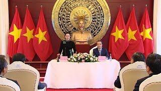 Chủ tịch Quốc hội Nguyễn Thị Kim Ngân thăm, làm việc với Đại sứ quán Việt Nam tại Trung Quốc