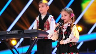 Alexandra Miclaus interpreteaza o melodie populara