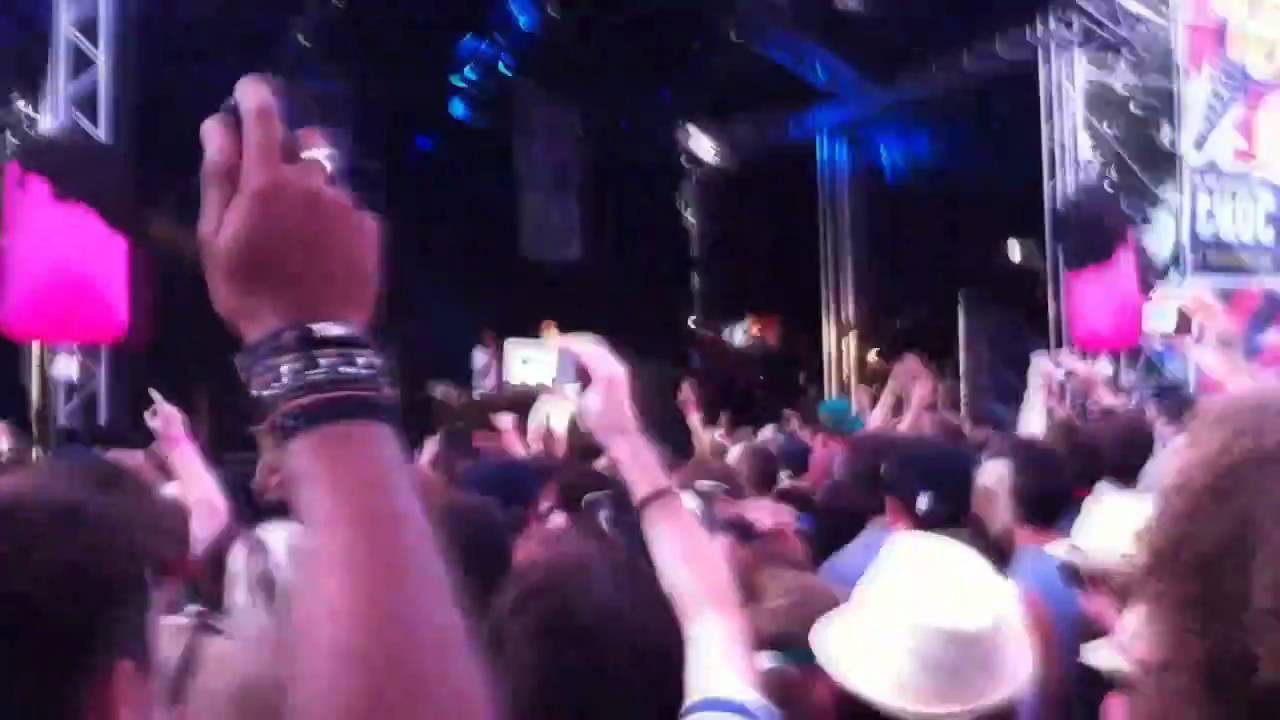 Download Tinie Tempah live @ Summadayze 2011 - Pass Out