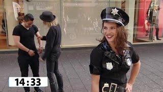 Sexy politie agente - WIE IS DE SJAAK?