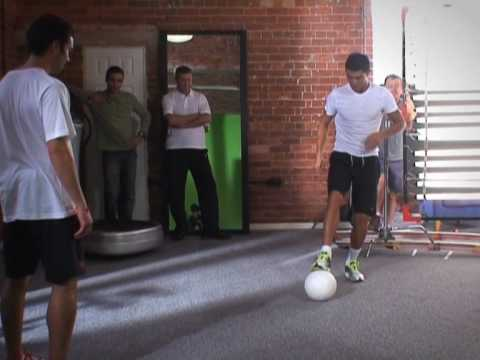 Cristiano Ronaldo freestyling with Mike Delaney. New clip
