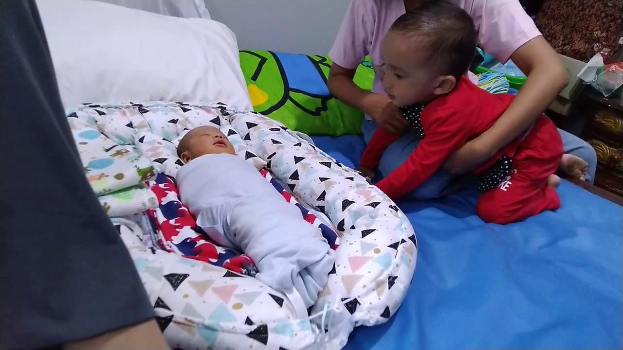 Reaksi Anak Balita lihat adik bayi baru lahir Anak Balita ...
