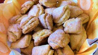 Творожное печенье треугольники  - пышное , нежное , хрустящее и очень вкусное лакомство к чаю .