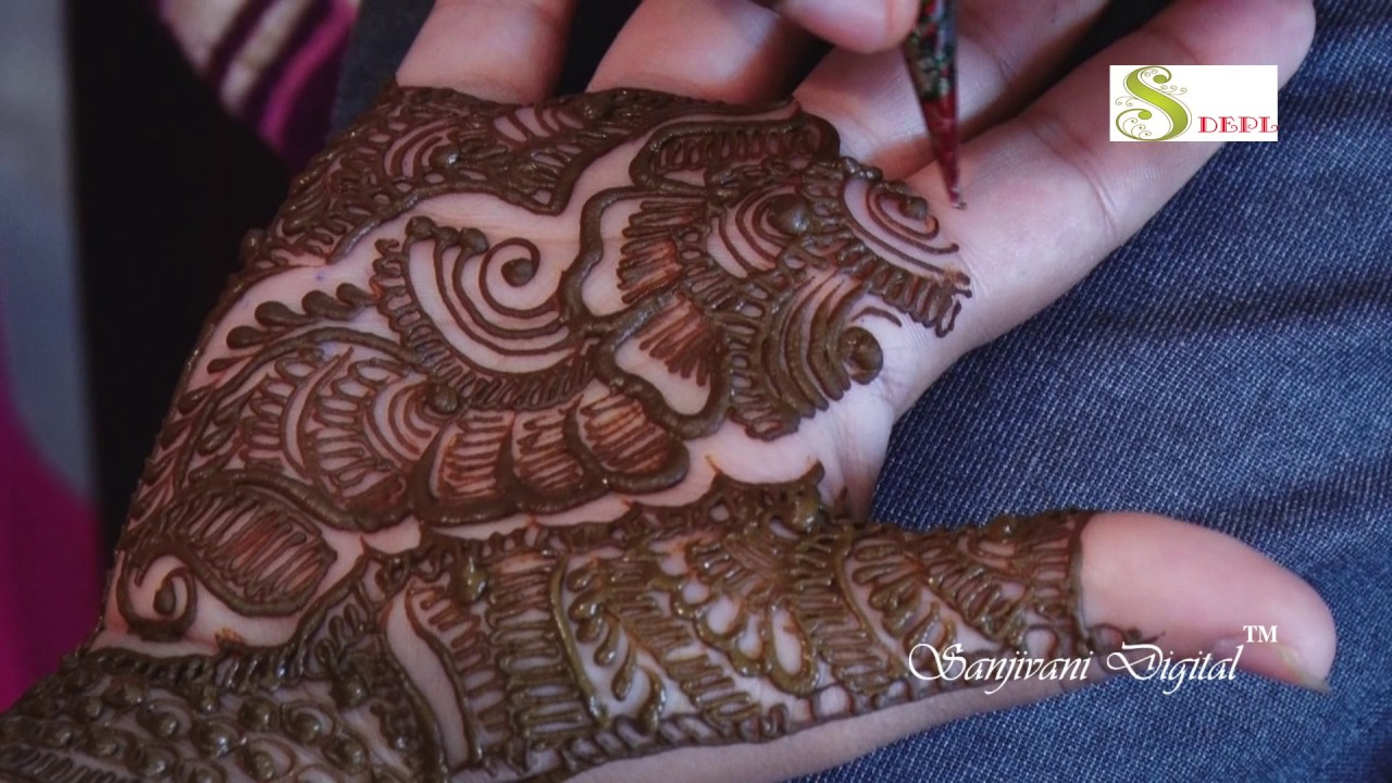 Mehndi design 2017 peacock - Elegant The Palm Peacock Is Another Version Of The Inimitable Peacock This Is A Fresh And Trending Mehndi Design In 2017 Palm Peacock Looks Elegant And