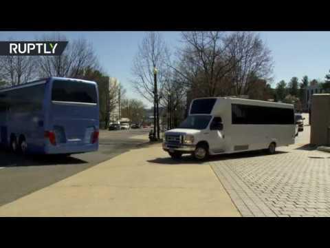 Российские дипломаты покинули посольство в США под «Прощание славянки»