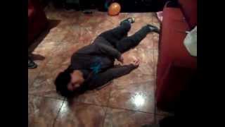 Ataque de epilepsia mientras baila IMPRESIONANTE