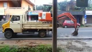 Видео   Мастерская погрузка мини экскаватора в кузов грузовика   Видеоролики на Sibnet