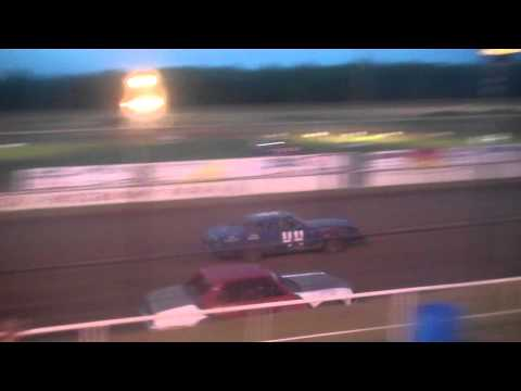 Cruiser Class Heats at Hutchinson Raceway Park 05-06-2011