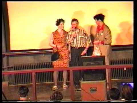 Karaoke Sänger werden mit Eiern beworfen :-) Moonlight Cham 1992 - uncut