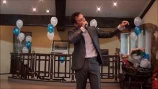 Поющий ведущий на свадьбу Артем Войс