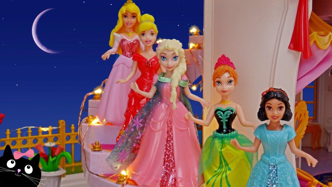 4c26154df Barbie y las Princesas Ana Y Elsa de Frozen van al Baile del Palacio -  Vídeos de Juguetes en Español