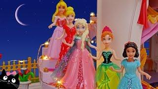 Barbie y las Princesas Ana Y Elsa de Frozen van al Baile del Palacio - Vídeos de Juguetes en Español thumbnail