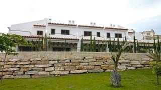 Новые таунхаусы в Испании для продажи в районе Sierra Cortina, Бенидорм. Таунхаусы у моря от 300 тыс