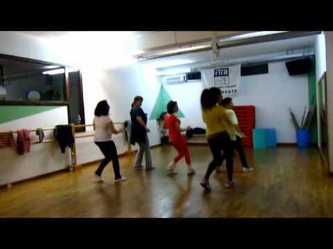 Senam Aerobic Zumba Free Style Dance Untuk Gerakan Otot Perut