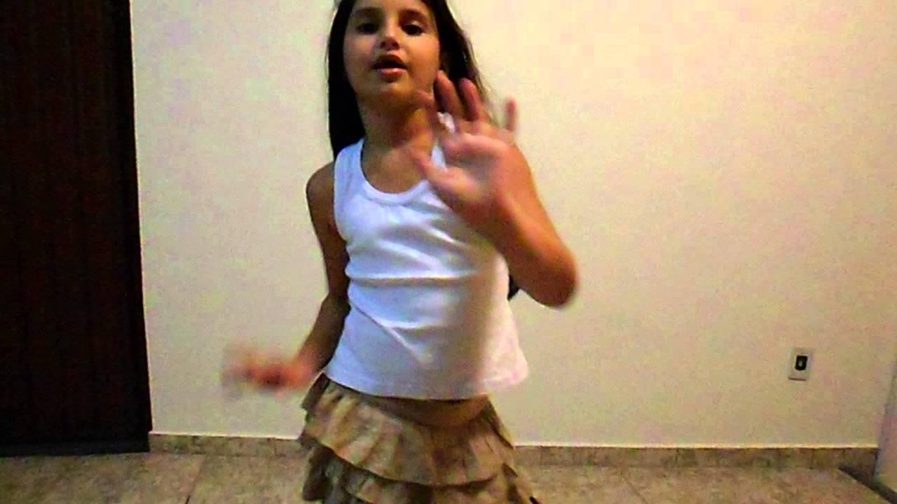 Isabela dançando Show das Poderosas