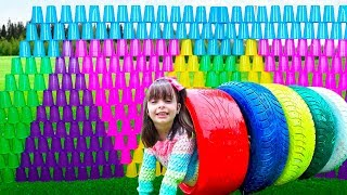 BRINCANDO E APRENDENDO CORES - Learn Colors for Kids with Color Tire and Cups for Children Songs