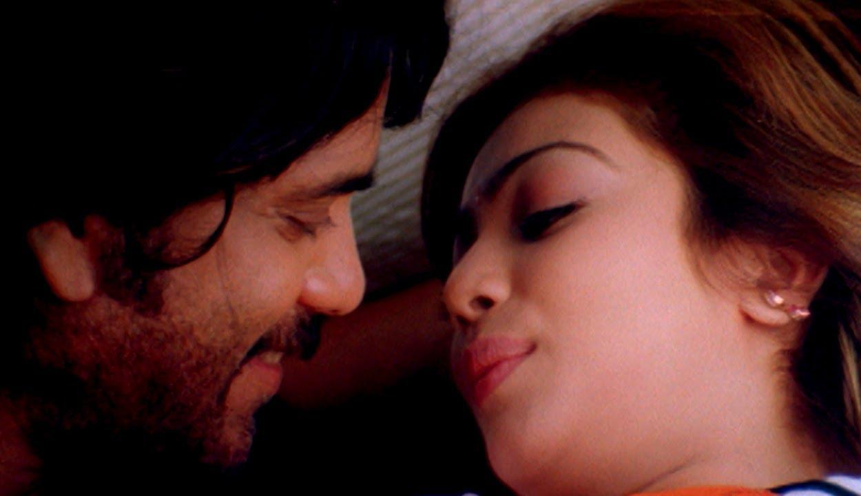 Ayesha Takia Hot Kiss