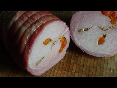 Свинина запечёная с курагой и грецким орехом.