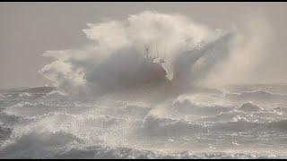 KNRM Oefening brandingvaren met reddingboot De Redder
