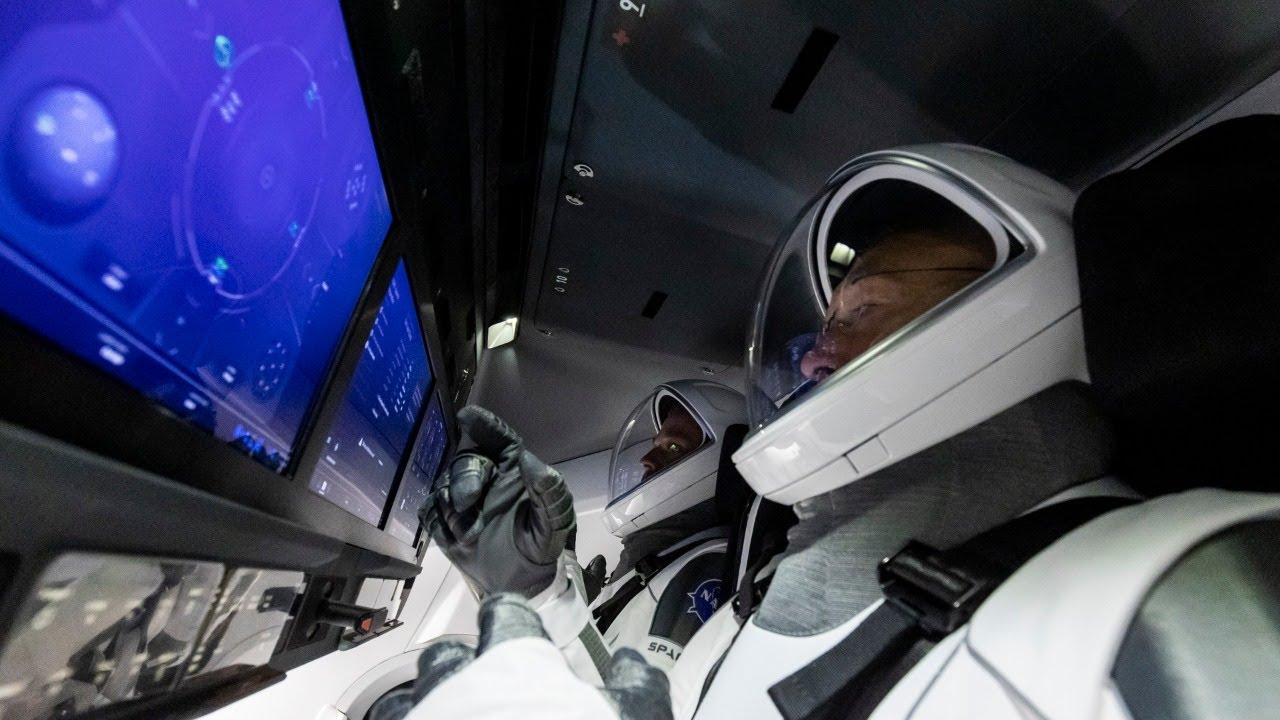 Стыковка космического корабля Crew Dragon с МКС