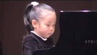 pianist (5 year old Japanese girl):Bach Gigue