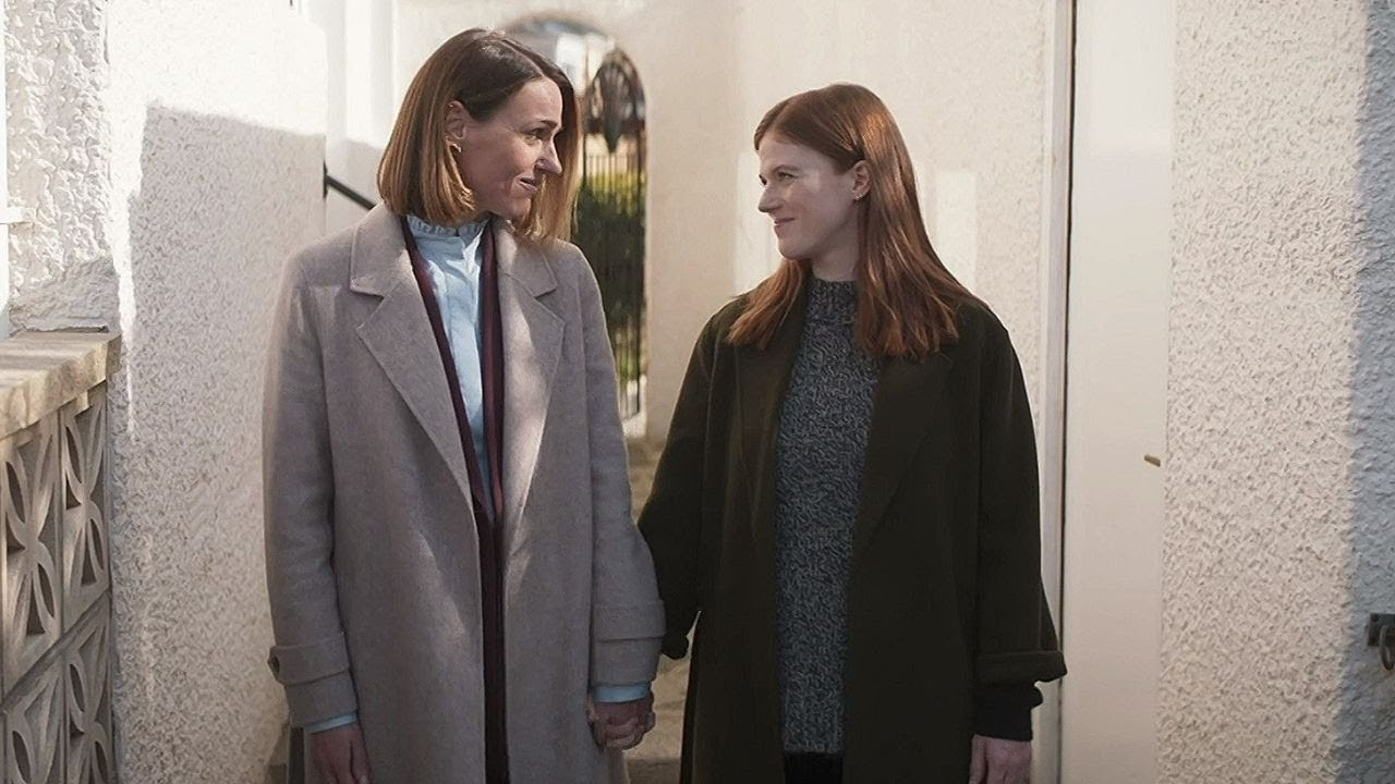 Download Amy and Kirsten    Vigil - 1x06 Family end scene