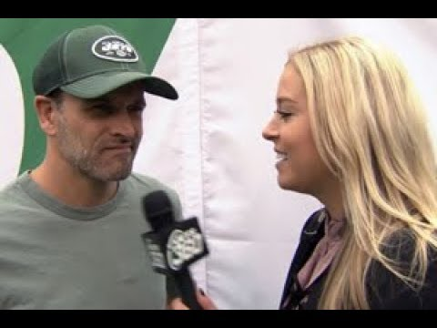 Celebrity 1-on-1 with Jonny Lee Miller