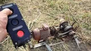 Копка картофеля электролебёдкой(Двигатель 0,7 КВт, 3-х фазное подключение. Видео длится 2:40, а потом повторяется., 2011-10-19T23:46:42.000Z)
