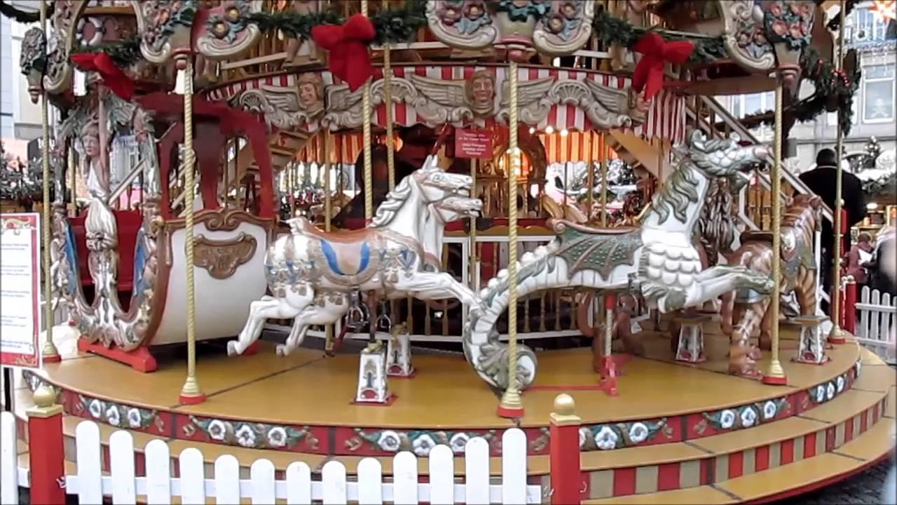 Ein Altes Kinderkarussell Auf Dem Striezelmarkt In Dresden