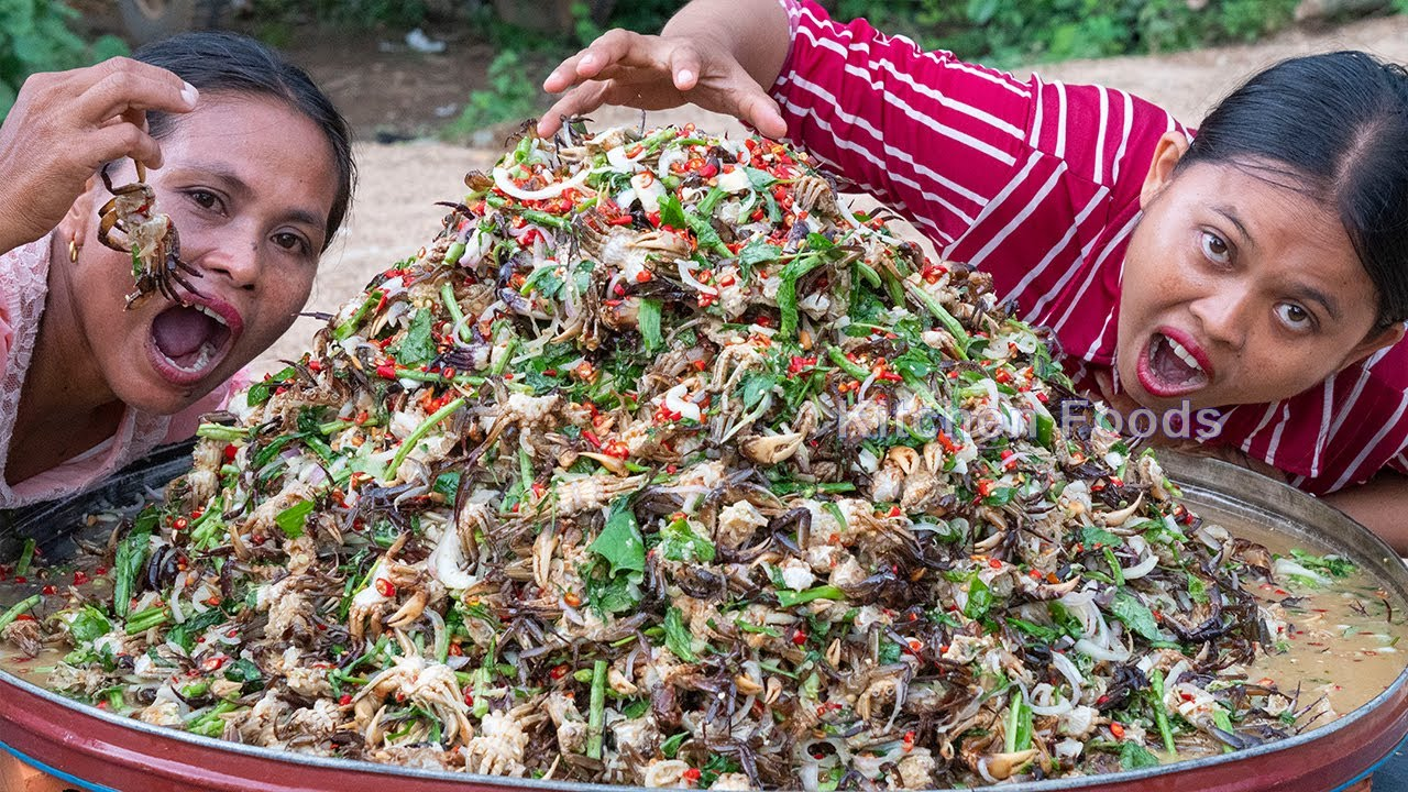 Hot Spicy Mixed Raw Crabs 50Kg Salad Recipe - Eating Raw Crab & Donation Foods in Village