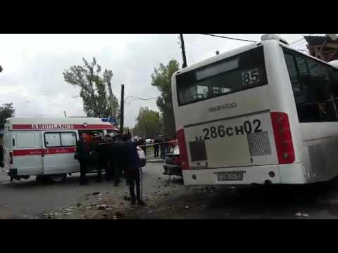 В Алматы автобус 85 маршрута, врезался в дом.