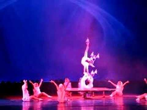 Acrobatics performance at Yun Feng Theater