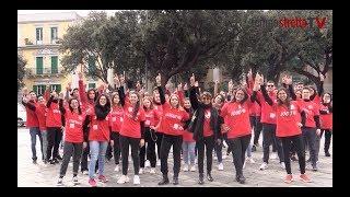 One Billion Rising il flashmob del Cedav fa ballare Piazza Duomo