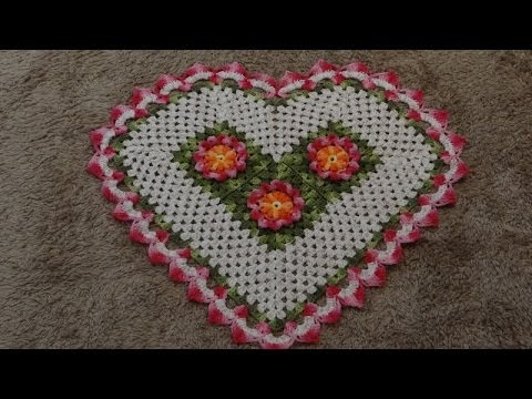 tapete de croche de coração com gráfico