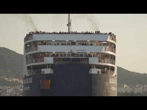 Lesbos: 1400 Migranten nach Nordgriechenland gebracht